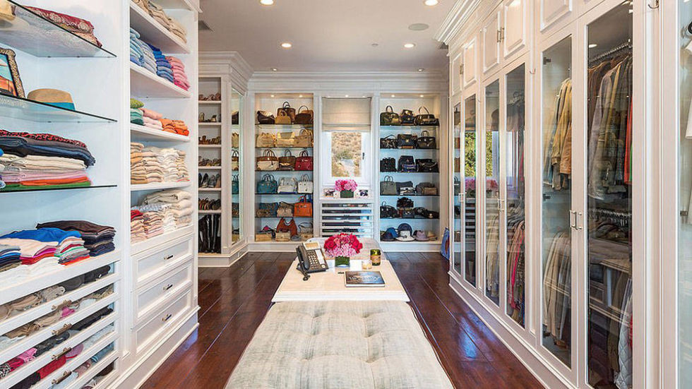 extremly big closet that display clothes really well