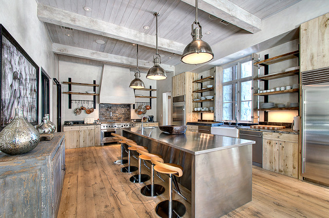 Merveilleux Really Spacious Kitchen With Lots Of Industrial Elements