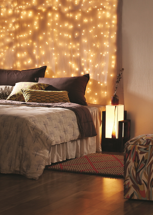 45 ideas to hang christmas lights in a bedroom shelterness. Black Bedroom Furniture Sets. Home Design Ideas