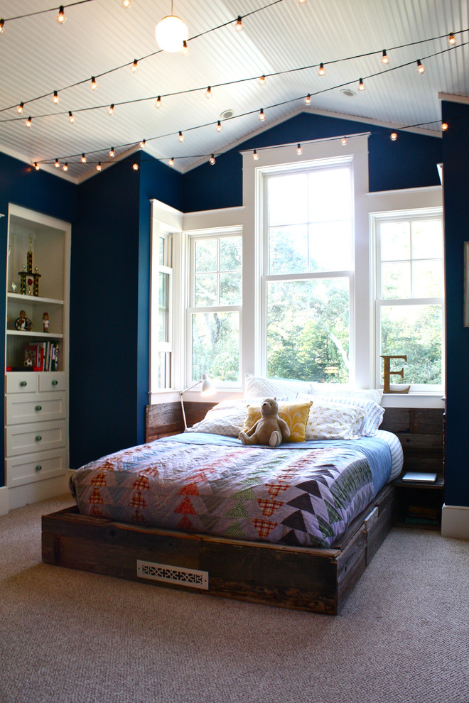 45 ideas to hang christmas lights in a bedroom shelterness for Bedroom hanging lights