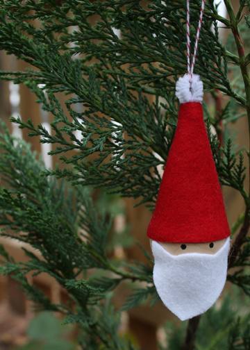 10-minute Santa ornament (via thelongthread.com)
