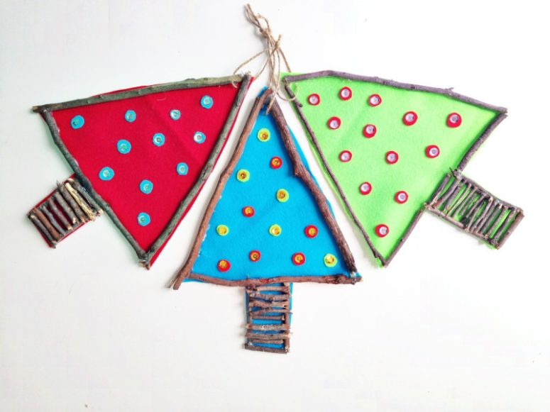 To make a rustic ornament combine felt with little twigs. (via www.onecraftymumma.com)