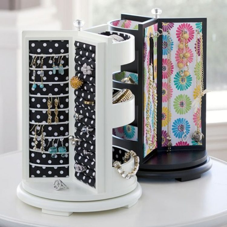 rotating stands are very practical to organize all those rings and bracelets