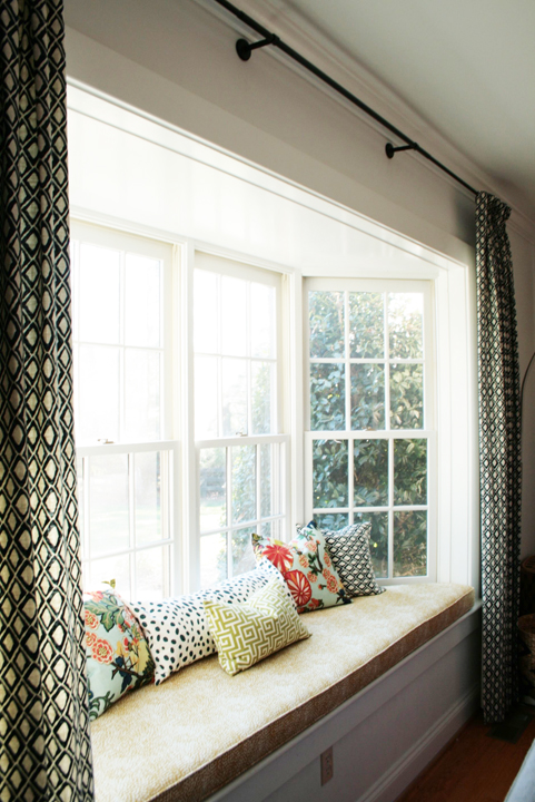 Picture of cool bay window decorating ideas How to decorate windows