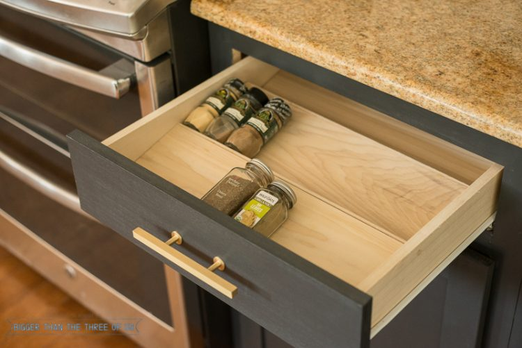 DIY spice drawer organizer (via biggerthanthethreeofus)