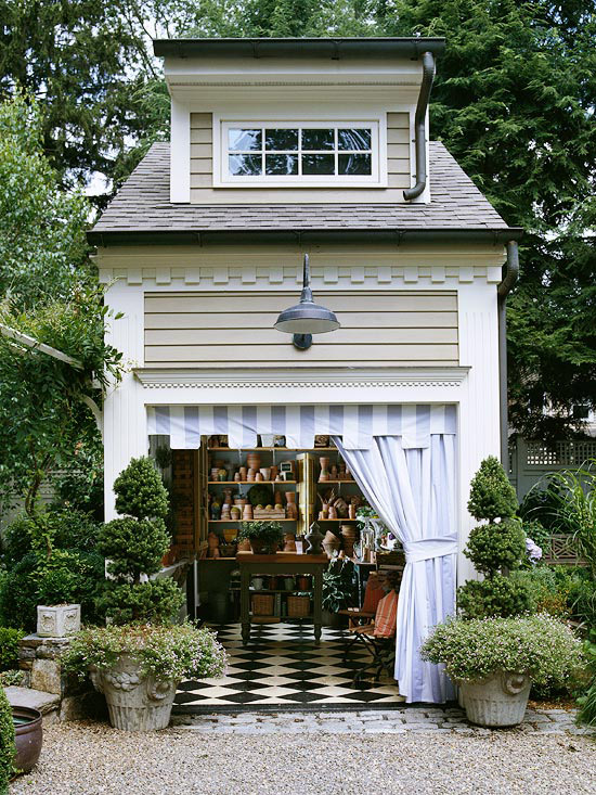 Luxurious garden shed with storage and potting space (via shelterness)