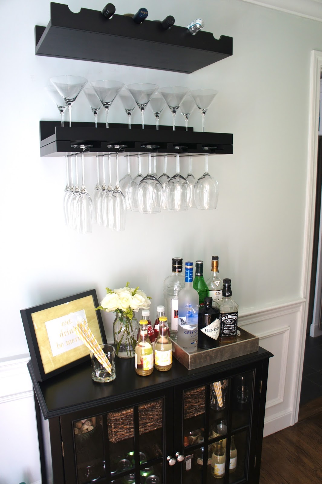 is how an organize home bar area looks like when it is quite small