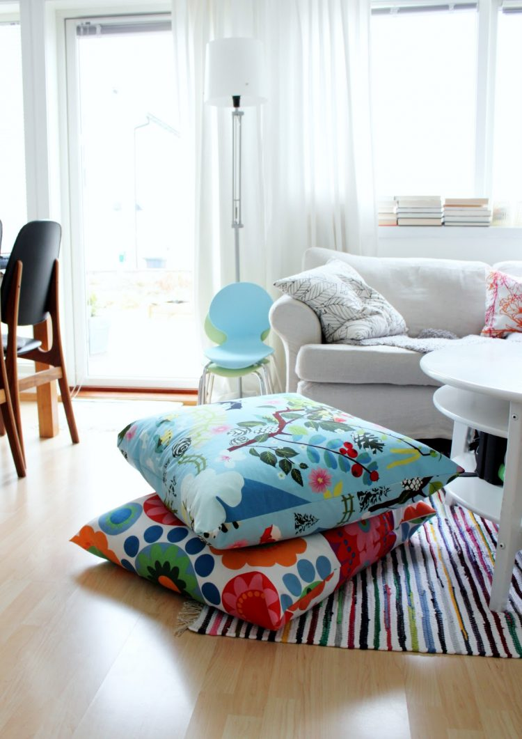 57 cool ideas to decorate your place with floor pillows - Cushion flooring for living rooms ...