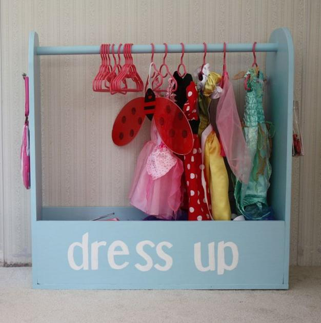 In case your little girl have a lot of dolls you might need a storage for all their clothes. Here is a project with plan to make a little closet. (via ana-white)