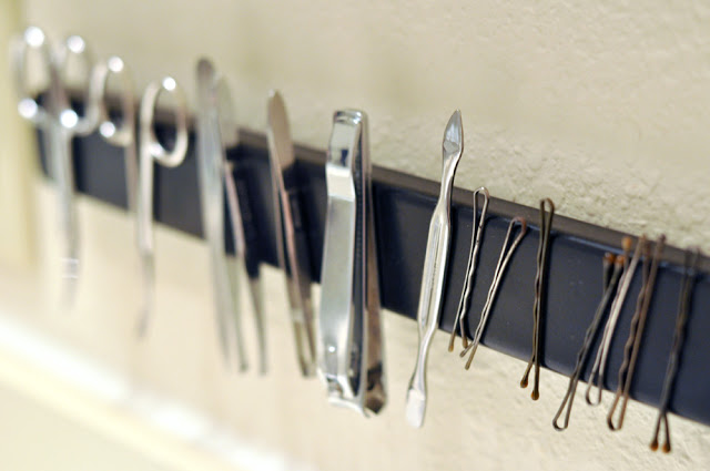 Genous magnetic bathroom rack from an inexpensive magnetic knife rack