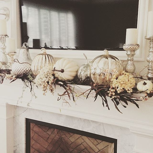 For affordable yet glam Fall decor you don't anything besides simple pumpkins, candlesticks and twigs. You just need some shiny metallic spray paint to turn them into even more beatufiul things.