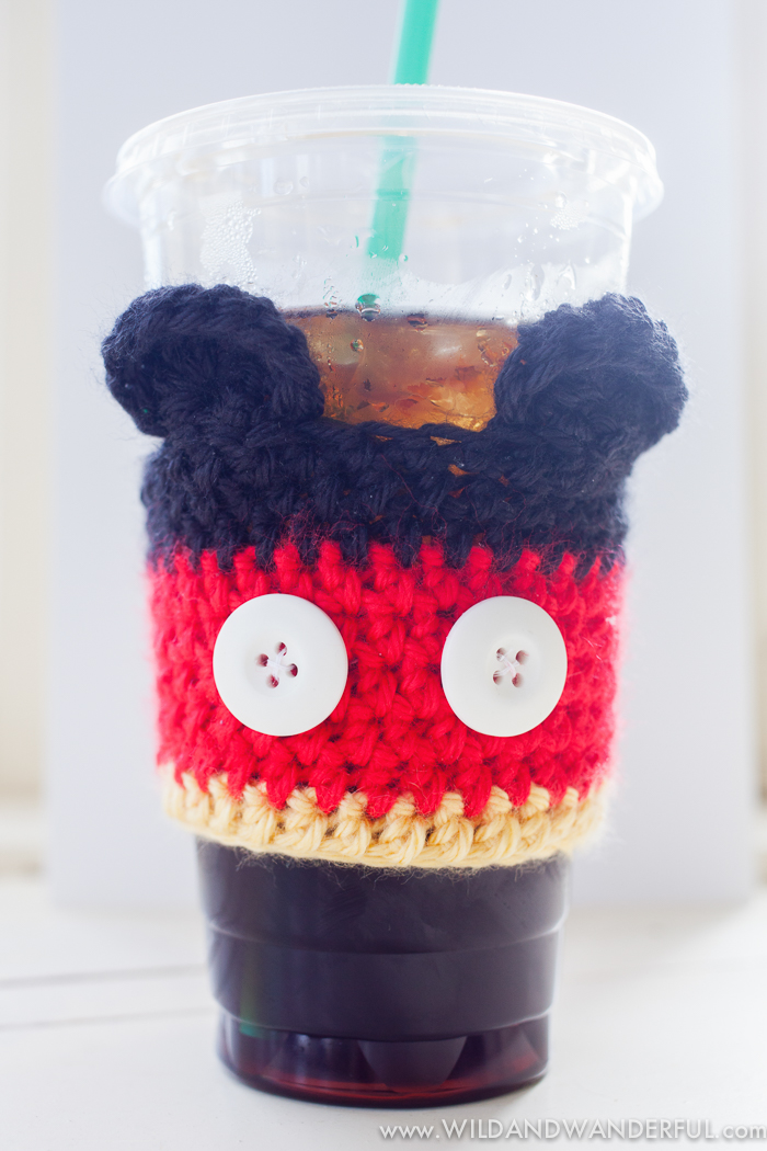 Mickey Mouse inspired coffee cup cozy pattern (via wildandwanderful.com)