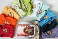 Adorable crochet pattern to make everyday cozies in different colors