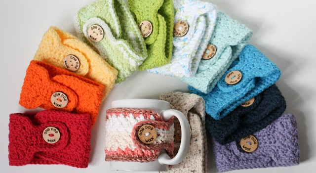 Adorable crochet pattern to make everyday cozies in different colors (via www.dailycrochet.com)