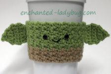 Star-Wars inspired Yoda cup cozy pattern