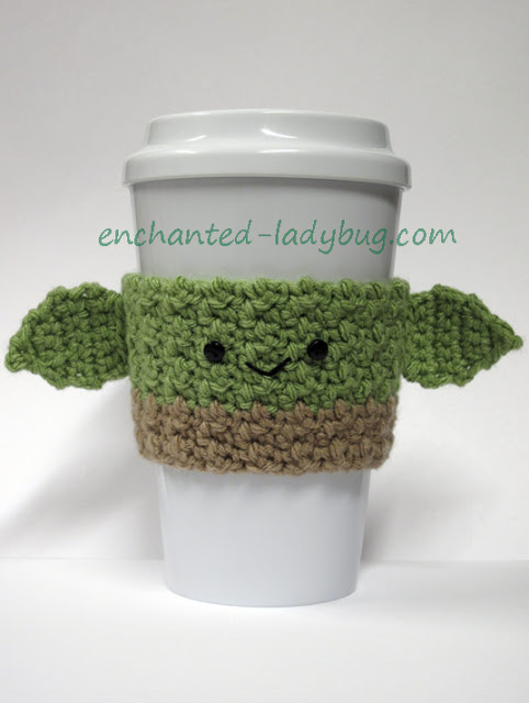 Star-Wars inspired Yoda cup cozy pattern (via enchanted-ladybug.com)