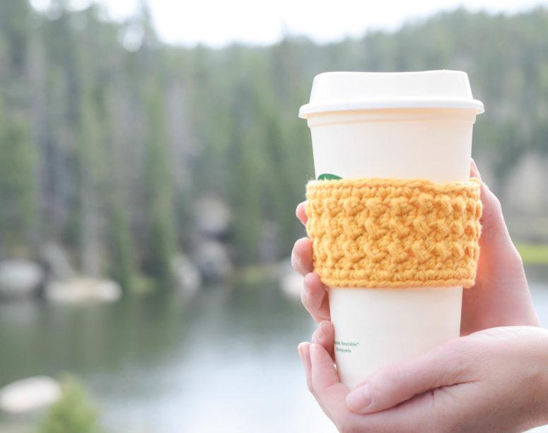 Environmentally friendly Starbucks cozy pattern (Crunch Stitch) (via www.mamainastitch.com)