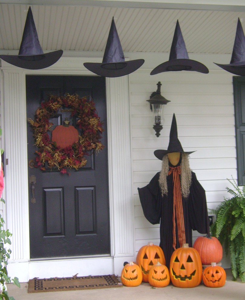 Picture of cute and cozy fall and halloween porch decor ideas for Cute halloween decorations to make at home