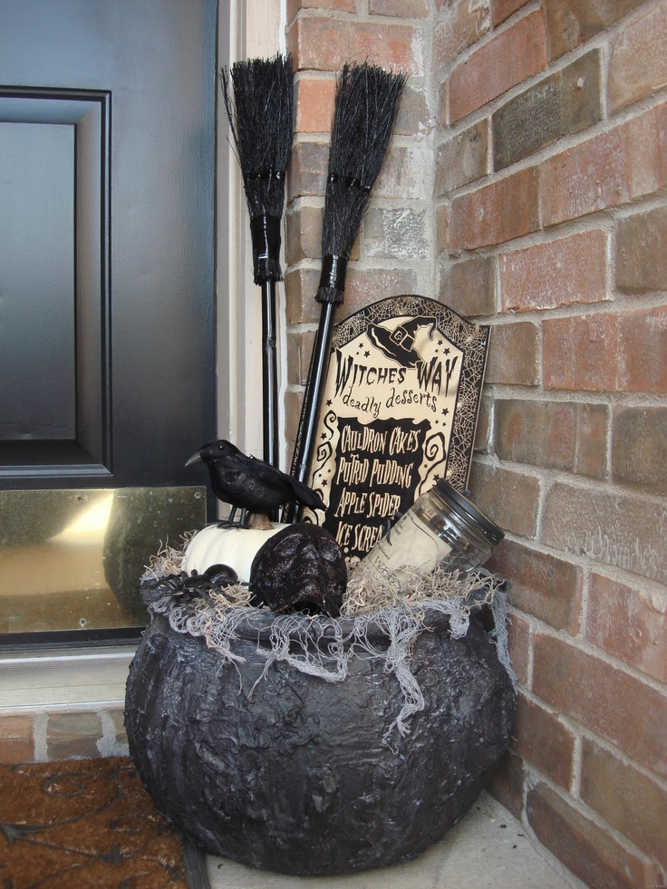 Picture Of cute and cozy fall and halloween porch decor ideas - Pretty Halloween Decorations