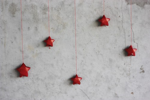 Make these cute tiny paper stars and stuff something inside them. Your kids would be happy. (via www.shelterness.com)
