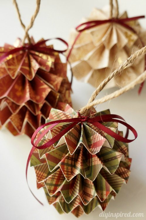 paper ornaments in 3d - Cardboard Christmas Decorations