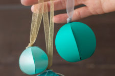 Simple round-shaped ornaments
