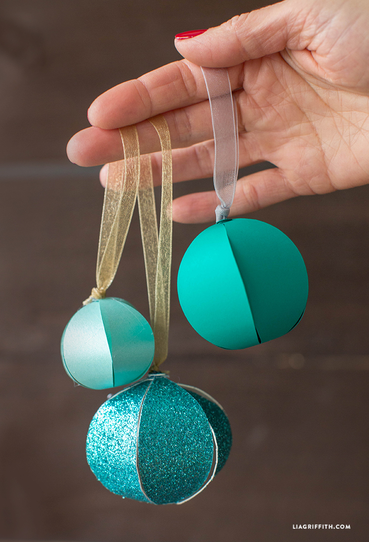 The variety of teal blues and glitter paper is a great start to make a bunch of ornaments for the whole Christmas tree. (via https:)