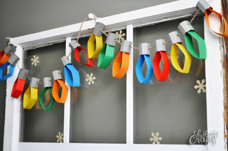 45 wonderful paper and cardboard diy christmas decorations christmas lights paper garland solutioingenieria Choice Image