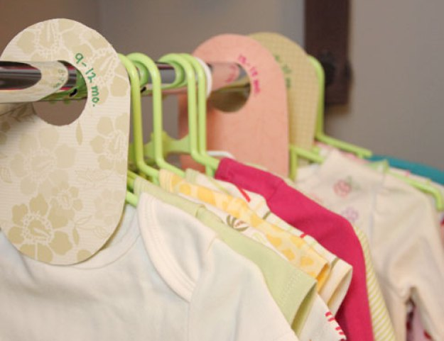 Cute little DIY baby clothes dividers made of cardboard