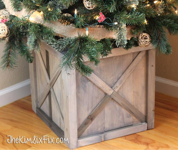 If you have a ton of pieces of scrap lumber lying around then this project is for you. Even though the sorting process won't be easy but Kreg jig would help to assemble the crate when it's done. (via www.thekimsixfix.com)