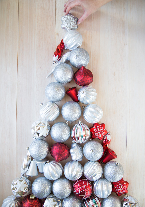 Beautiful DIY Wall Ornament Christmas Tree