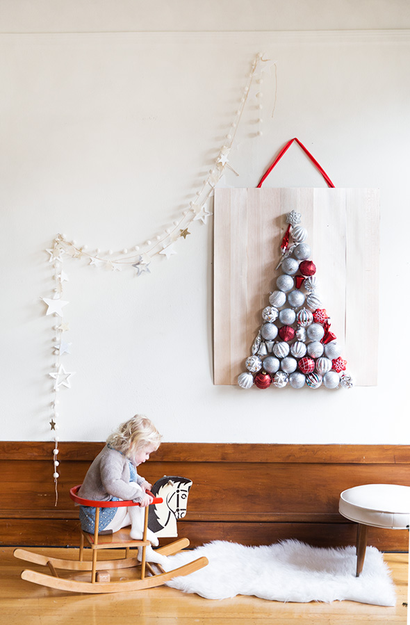 Beautiful diy wall ornament christmas tree shelterness - Diy christmas tree on wall ...