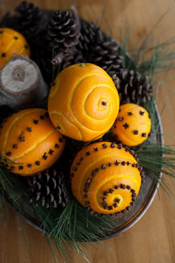spiced orange pomander balls (via simplebites)