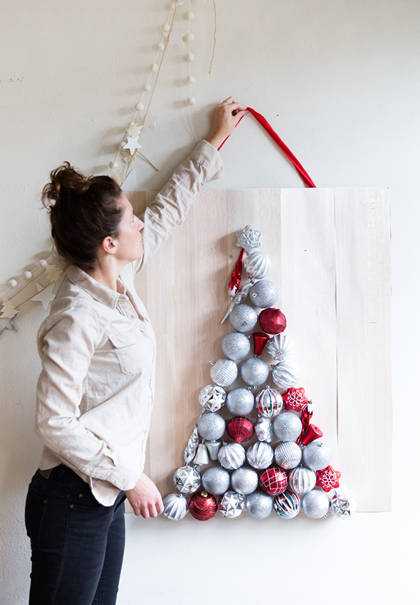 ornament tree (via sayyes)