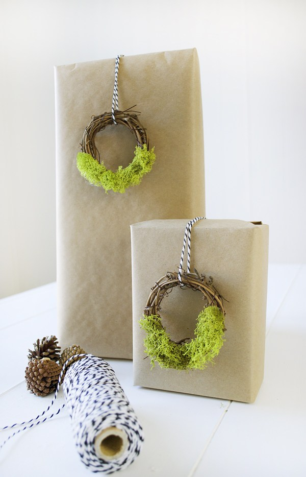 moss wreath gift toppers (via brepurposed)