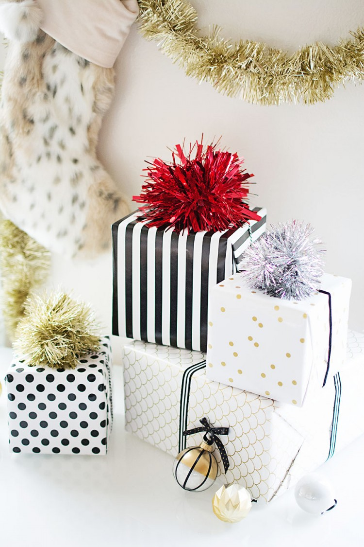 tinsel pompom gift topper (via homeyohmy)