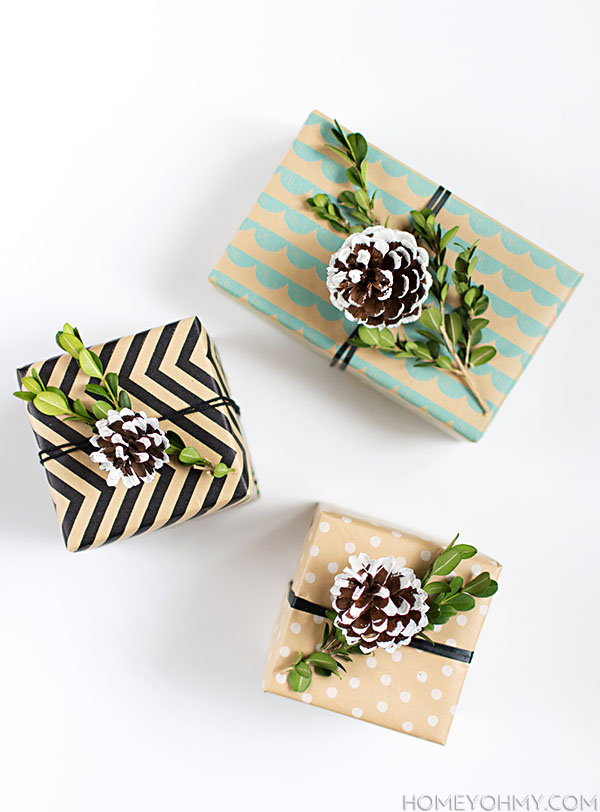 boxwood pinecone gift topper (via homeyohmy)