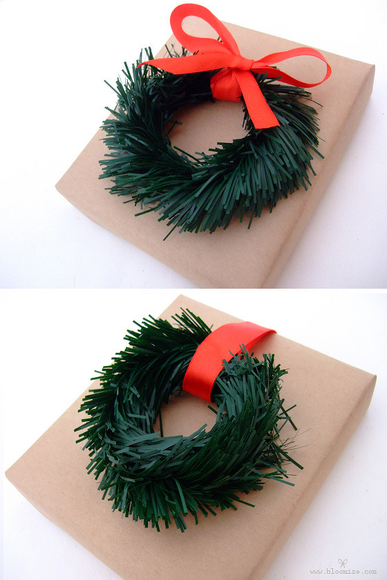tinsel garland wreath (via bloomize)