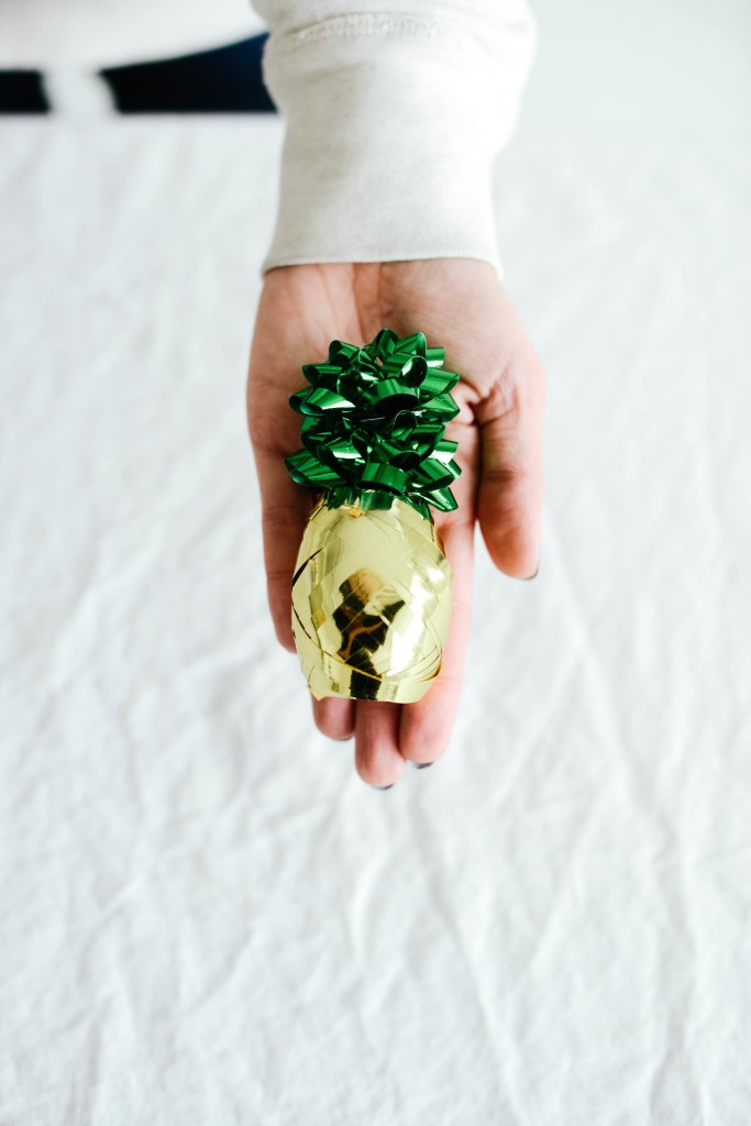 pineapple gift topper (via letsmingleblog)