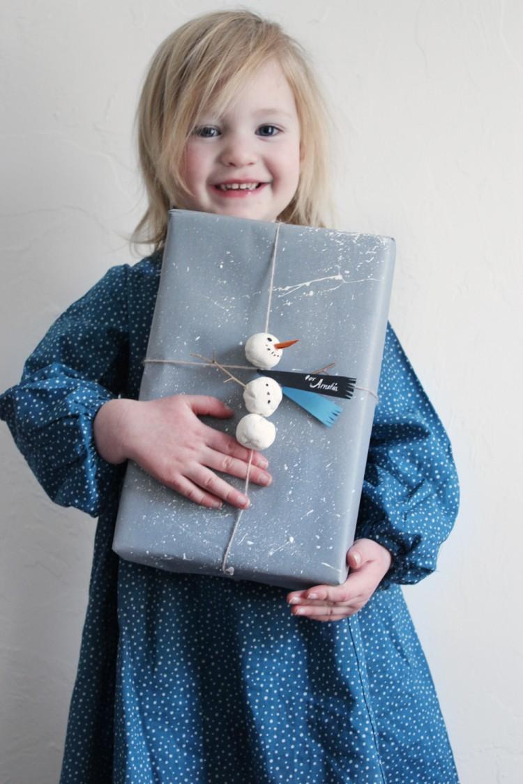 snowman gift topper (via mermagblog)