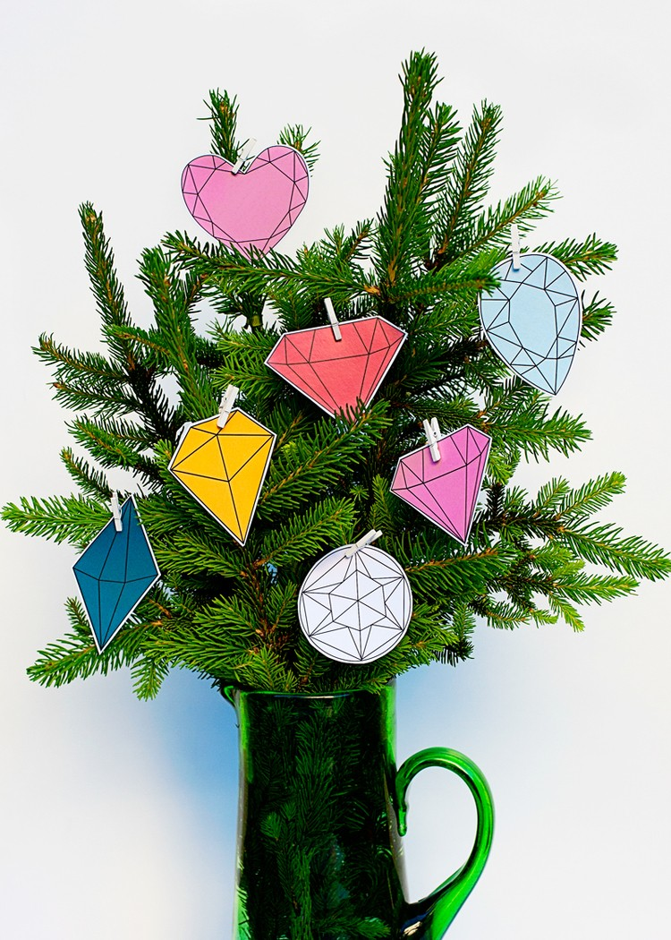 DIY 5 Minute Modern Gems Christmas Tree - Shelterness