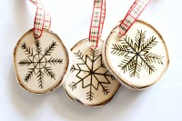 diy-birch-slice-ornaments-with-wood-burned-design-6