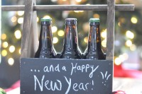 diy-chalkboard-beer-caddy-to-leave-messages-8