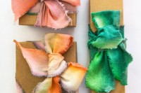 diy-dip-dyed-ribbons-for-wrapping-your-gifts-1
