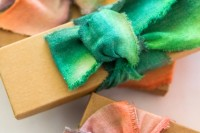 diy-dip-dyed-ribbons-for-wrapping-your-gifts-7