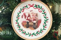 diy-embroidered-photo-ornaments-for-christmas-1