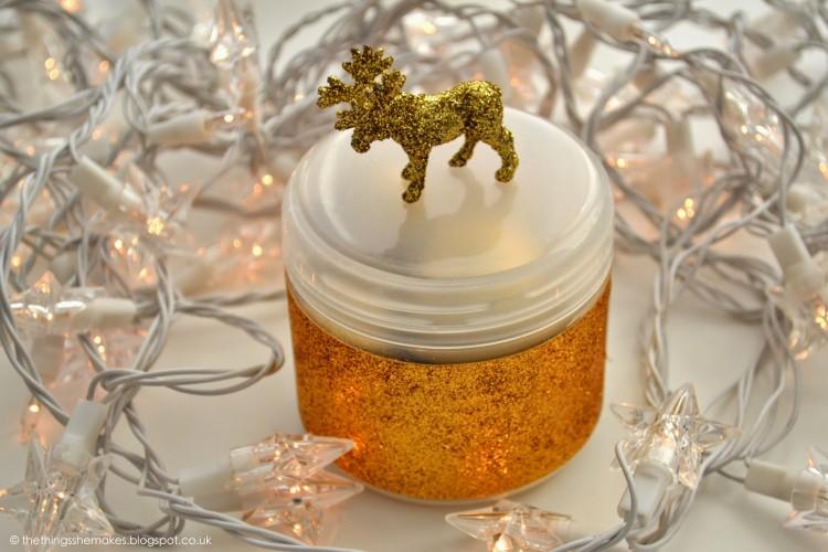 glitter reindeer (via thethingsshemakes)