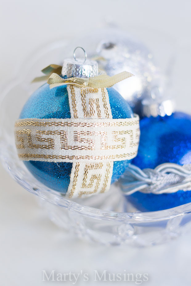 glitter and ribbon ornaments (via martysmusings)