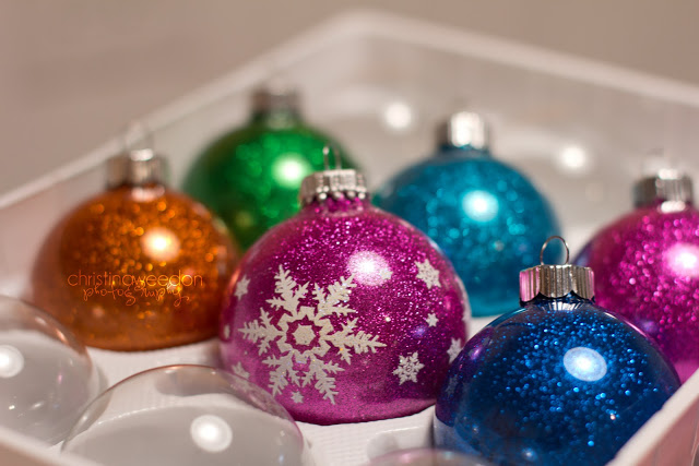 mess free glitter ornaments (via dandelionsonthewall)