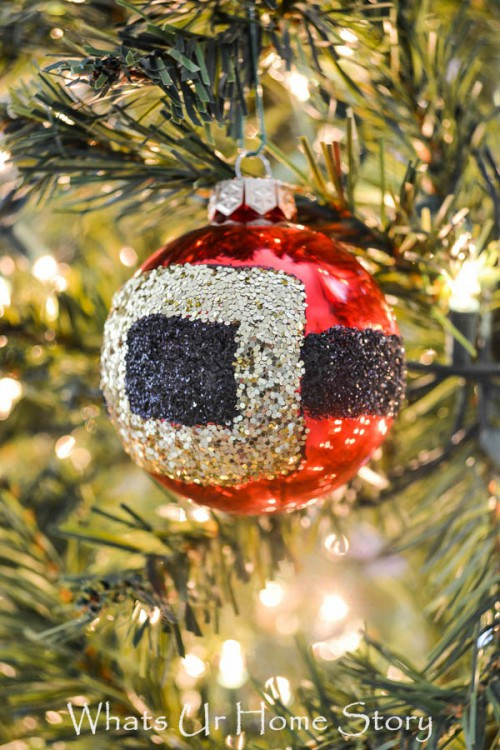 glitter Santa belt ornament (via shelterness)